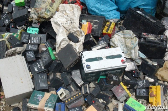 Battery disposal ©  baselactionnetwork CC BY-SA 2.0
