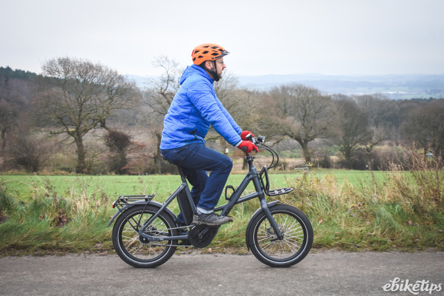 Cube Compact Hybrid Sport 2021 - riding 1.jpg