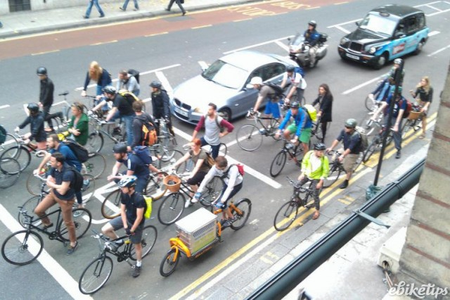 Cyclists at traffic lights (©Toby Jacobs).jpg