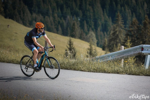 Giant Road E+ 1 - riding 2.jpg