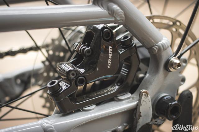 Isla bikes e-Janis - rear disc.jpg
