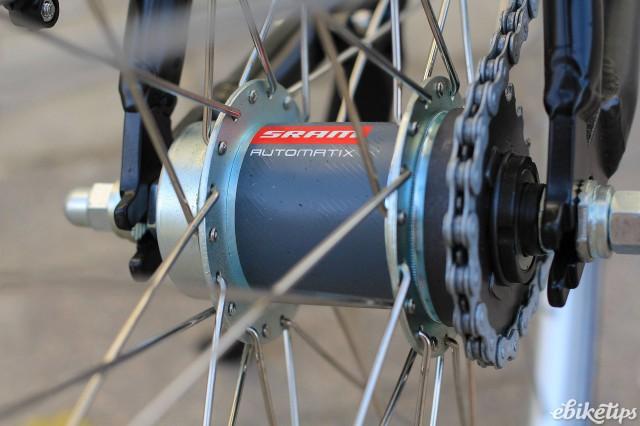 Momentum Upstart - rear hub.jpg