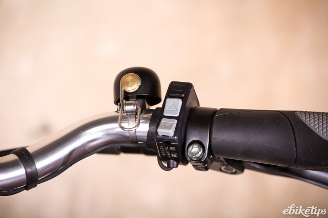 Sven Cycles The Swift Step Through e-bike - controls and bell.jpg
