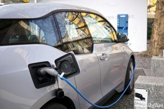 bmw-i3-electric-car-licensed-cc-2.0-karlis-dambris-flickr.jpg