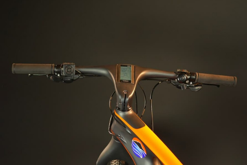 All-GO M25 electric carbon bike - integrated stem display.jpg