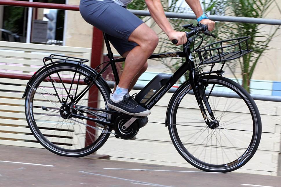 Bergamont Sweep N8 Di2 - riding 1.jpg