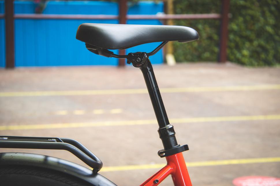 Cannondale Adventure Neo 3 EQ seatpost.jpg