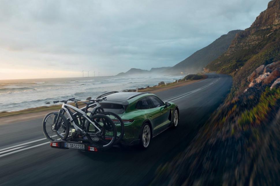 Porsche eBike SPORT_CROSS_Taycan Cross Turismo_rear carrier_on the road .jpeg