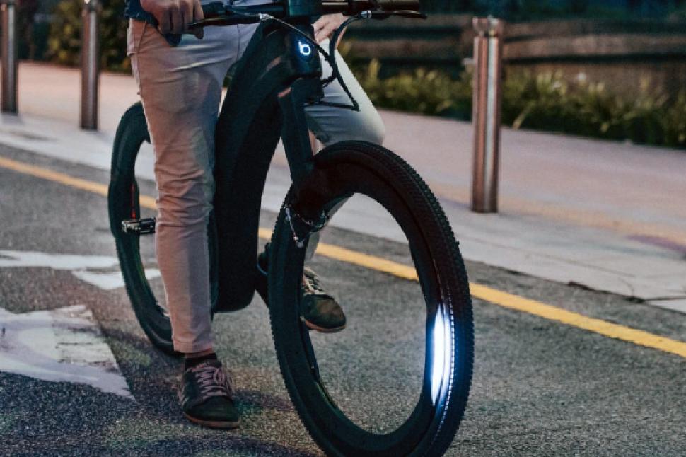 Reevo hubless e-bike 2 - via Reevo.PNG