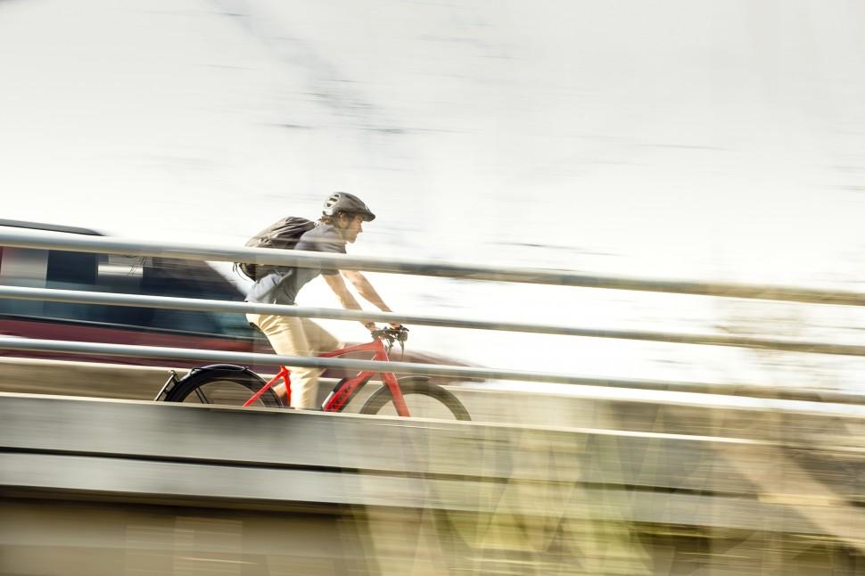 Trek Super Commuter+ lifestyle 3.jpg