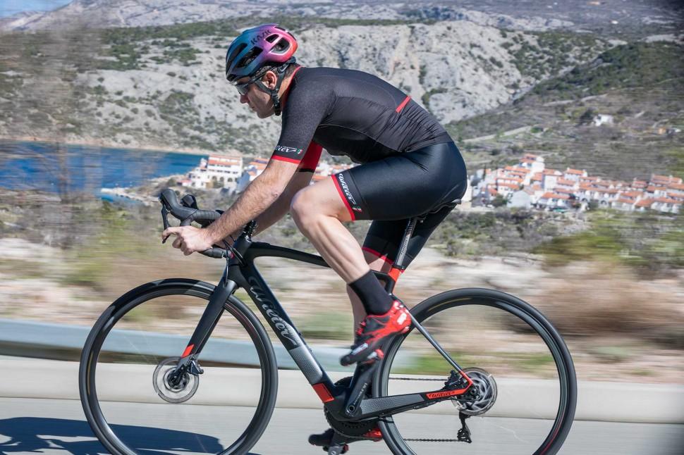 Wilier Cento1 Hybrid - riding